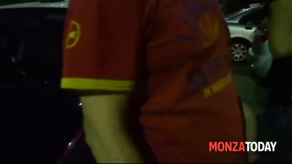 Follia a Meda | Nudo con una spranga in mano colpisce auto e persone ...